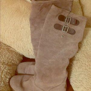 Emu boots 👢